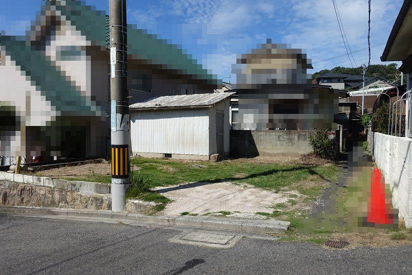隣地駐車場と倉庫