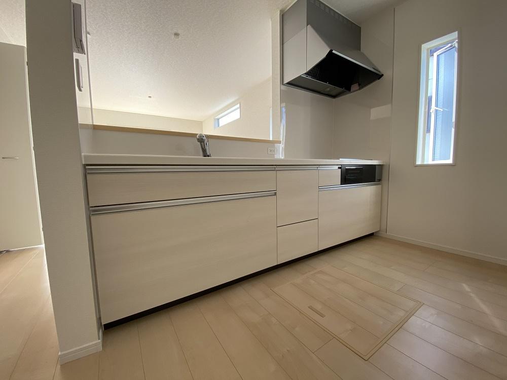 対面が嬉しいキッチンは、IHクッキングヒーターでお手入れラクラク!