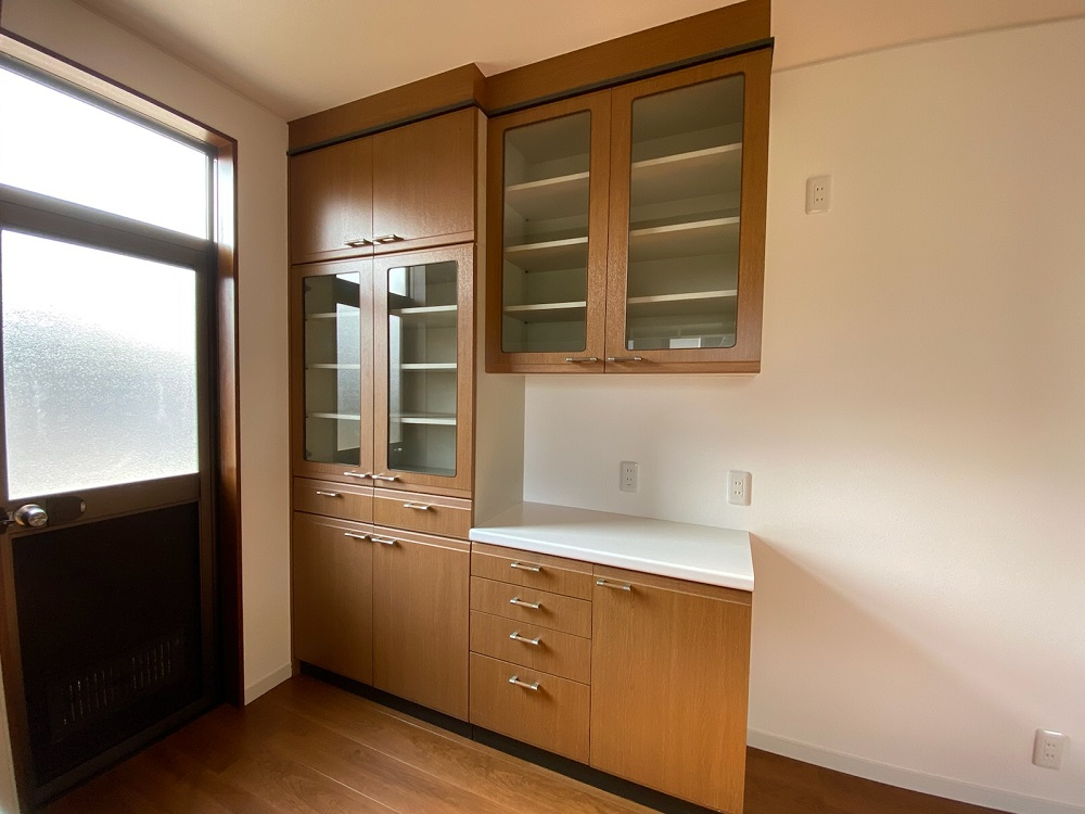 備え付けの食器棚