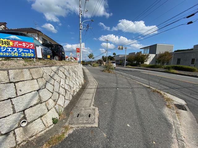 南東前面道路はメイン通りで便利です!