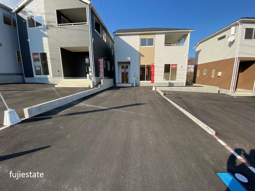 駐車場*前面道路が広くて停めやすいです!