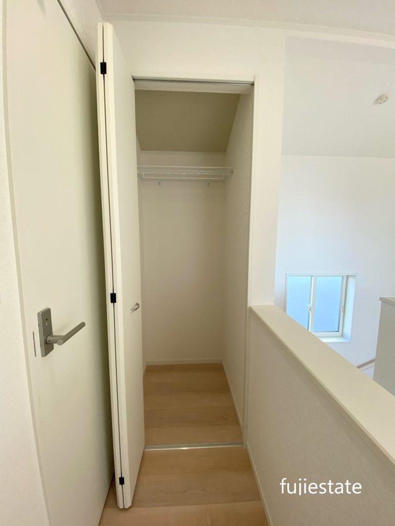 2階ホールには便利な収納があります!