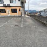駐車場は並列2台で停めやすいです!