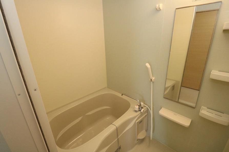 全身が映る鏡付の浴室