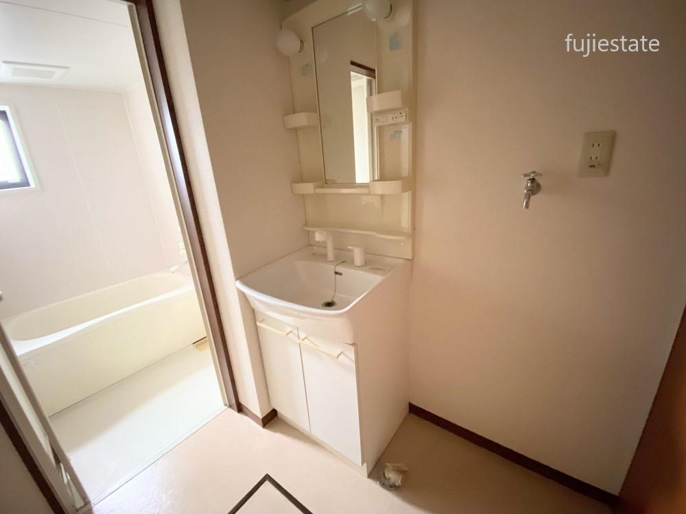 洗面室:忙しい朝に嬉しいシャワー付き☆