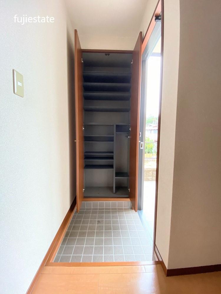 玄関:収納タップリのシューズボックス!