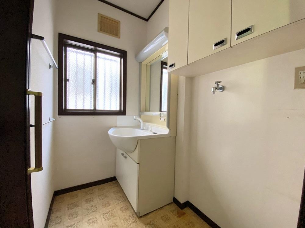 シャワー付洗面台です!