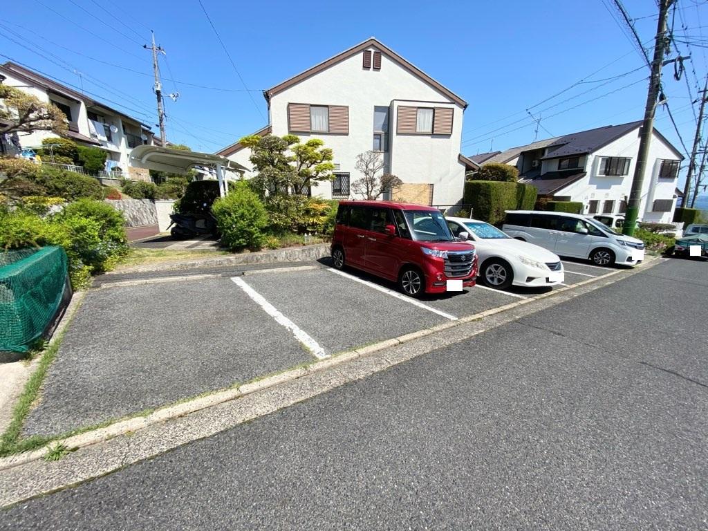 駐車場は、左から3番目です!